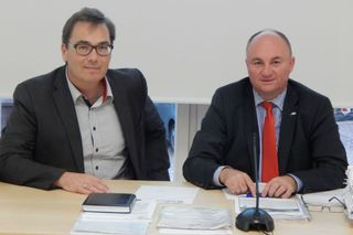 Ziehen weiter an einem Strang: Bürgermeister Dietmar Benz (rechts) und Anwalt Dominik Kupfer.