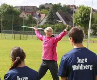 Immer der Heimat verbunden: Christina Obergföll vor rundvier Jahren mit Mahlberger Jugendlichen.