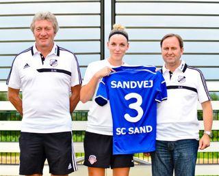 Dieter Wendling (links) und Gerald Jungmann mit Neuzugang Cecilie Sandvej.