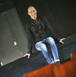 Als Coach und Sänger beschäftigt sich Reinhold Weber mit der Stimme und ihrer Wirkung. Darüber hinaus ist er begeisterter Hobbygärtner.