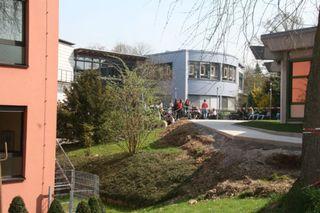 """Im """"Kleinen Bildungszentrum"""" der Grimmelshausenschule sind Haupt- und Realschule sowie Werkrealschule untergebracht."""