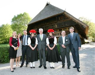 Ministerpräsident Winfried Kretschmann besuchte zum 400-jährigen Jubiläum den Vogtsbauernhof in Gutach.