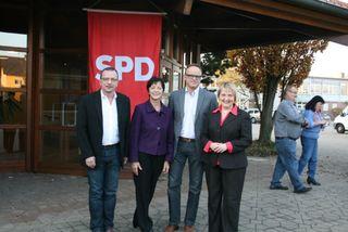 Im Amt bestätigt: Elvira Drobinski-Weiß führt die Kreis-SPD, unterstützt von Uwe Hengherr (l.) und Karl-Rainer Kopf. Gastrednerin war Generalsekretärin Katja Mast (r.).