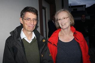 Freude nach der Wahl: der frisch gebackene neue Bürgermeister Thomas Schneider mit seiner Ehefrau Irene.