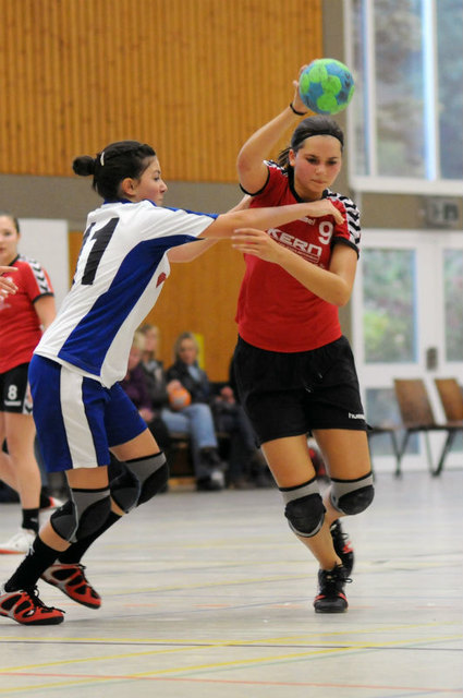 Zwischen Kempatrick und Drehwurf: Sarah Obert liebt den Körpereinsatz und den Teamgeist beim Handball.