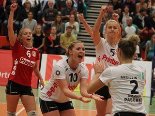 Franziska Fried (von links), Richarda Zorn, Sophie Schellenberger und die mittlerweile verletzte Kapitänin Katrin Kreuzer (Nummer zwei) feierten hier einen wichtigen Punktgewinn im ersten Heimspiel.