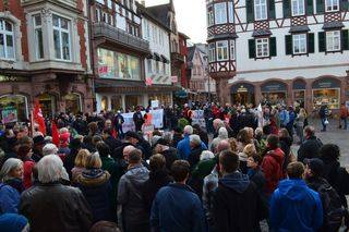 Ein Info-Stand der NPD war Anlass für eine Demonstration in Lahr, die friedlich verlief.