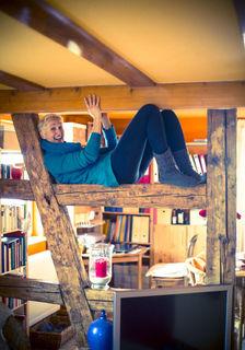 In ihrem Zuhause fühlt sich Ursula Bengel sichtlich wohl, die Rahmenbedingungen in Sasbachwalden stimmen.
