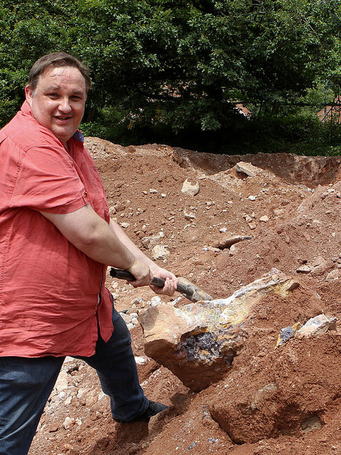 Der Instinkt des Jägers Daniel Hengst geweckt. Die Mineraliensuche begeistert und der Fund hat zu Hause einen Ehrenplatz.