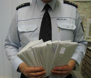 Post von der Polizei: Mit amtlichen Aufenthaltsverboten hält die Polizei Emmendingen bekannte Störer von Fasnachtsveranstaltungen fern.