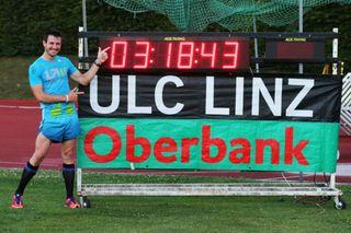 Innerhalb des Stadionmeetings Austrian Top Meeting in Linz ist der Steinacher Thomas Dold Rückwärts-Weltrekord über 1000 Meter gelaufen.