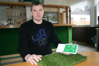 Stefan Röck und sein Vereinsteam sind zuversichtlich das Geld für den Kunstrasenplatz zusammen zu bekommen.