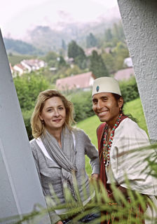 Anya Schmidt und Ñaupany Puma sind Freunde geworden. Der Weggefährte begleitete seine Regisseurin auch in den Garten des Ohlsbacher Elternhauses.