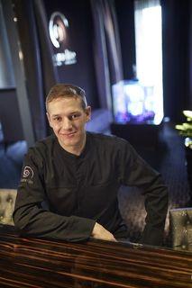 David Mahn kann sowohl eine Ausbildung als Koch als auch als Konditor vorweisen. Als Gastkoch hat er schon auf Veranstaltungen in verschiedenen Ländern teilgenommen wie beispielsweise Korea.