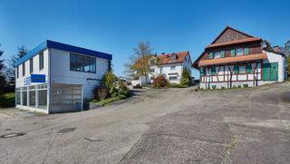 Häusler-Areal in Sasbach: Das moderne Zweifamilienhaus in der Mitte des Geländes bleibt auf alle Fälle erhalten – ansonsten sind neue Einfamilien- und Doppelhäuser geplant.