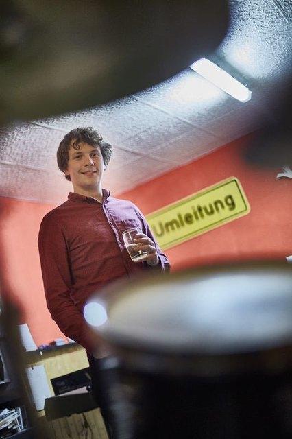 Im Proberaum mit einer Schorle: Dominik Büchele.