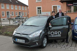Stellten das neue Carsharing in Achern vor (von links): Oliver Rest vom gleichnamigen Autohaus, Bürgermeister Dietmar Stiefel und Oberbürgermeister Klaus Muttach.