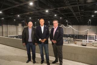 Klaus Schunk, Roland Mack und Andreas Ksionsek gewährten Einblick in die neue Medienhalle.