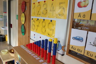 Die Zahlenwelt bis zehn sowie Buchstaben bestimmen in der ersten Klasse die Themen.