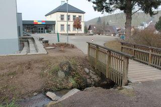 Der Pausenhof der Staufenberg-Schule bietet Abwechslung für die Schüler.