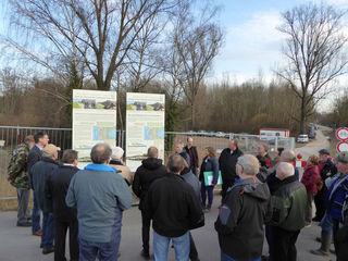 Bürgermeister, Ortsorsteher und weitere Interessierte waren bei der Baustellenbesichtigung dabei.