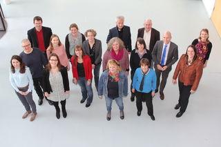 Die Dozenten der Hochschule setzen sich für Studieren ohne Gebühren für Ausländer ein – unter ihnen Prof. Torsten Schneider (4.v.r.) und Vera Vanié (7.v.l.).