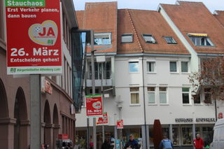 """Plakate in Lahr zeigen: Die Bürgerinitiative wirbt für ein """"Ja""""."""