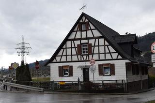 Das Haus Wieland, ein altes Flößerhaus, wird vom Tierschutzverein Kinzigtal zur Tierauffangstation ausgebaut.