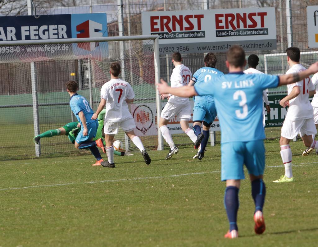 Christian Seger (links) brachte den SV Linx im Ortenauderby in Stadelhofen früh in Führung – am Ende trennte man sich leistungsgerecht mit 2:2.