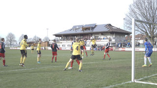 Nach diesem Kopfball vollendete Oberkirchs Dierle (4), doch er stand leider knapp im Abseits – das wäre das 2:0 für den SVO gewesen.