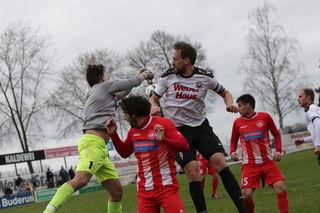 Marc Rubio (weißes Trikot) hat endlich wieder getroffen und steuerte zwei Treffer zum 3:1-Heimsieg des SV Linx über den FC Bad Dürrheim bei.