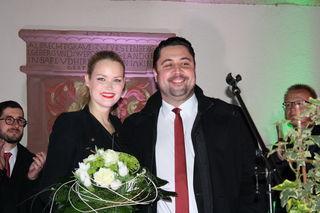 Der neue Haslacher Bürgermeister Philipp Saar mit seiner Lebensgefährtin Rebecca Koestel nach der Wahl
