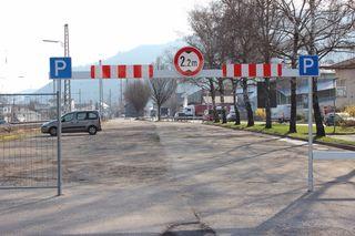 100 Autos können hier parken.