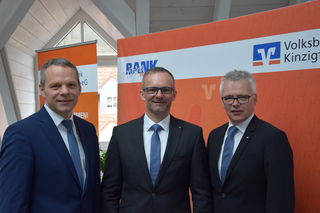Von links: Bereichsleiter Privatkunden Axel Moosmann, Vorstand Oliver Broghammer und Vorstandssprecher Martin Heinzmann