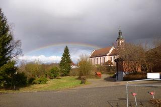 ...ettenheim - barockkirche mit regenbogen.