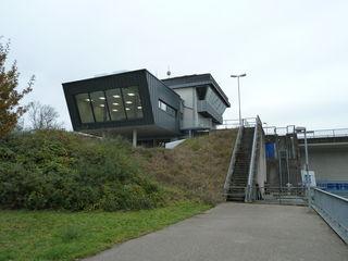 Ein Anbau schafft mehr Platz im Hochwasserlagezentrum am Kulturwehr Kehl/Straßburg.