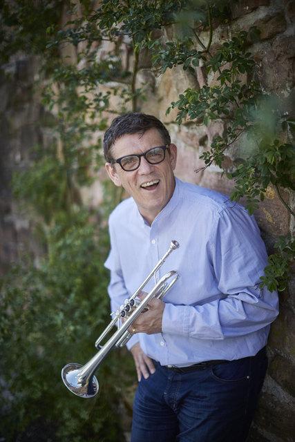 Helmut Dold hat eine klassische Trompetenausbildung.