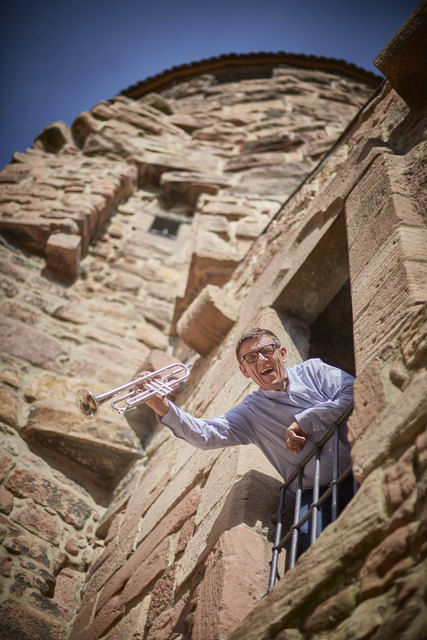Die Trompete gehört zu ihm: Den Jazz, besonders den Dixie, liebt Helmut Dold. Er frönt ihm gerne in einer kleinen Besetzung.