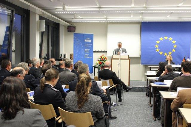 """Beim Seminar """"Deutsch-französische Polizei- und Justizkooperation"""" (v. l.): Josha Frey, Mitglied des Landtags von Baden-Württemberg, und Margot Bonnafous vom Kehler Euro-Institut"""