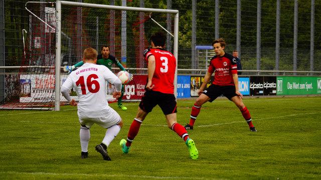 Nur selten konnte sich der SC Hofstetten, wie hier Mathias Weinzierle (16), so in Szene setzen.