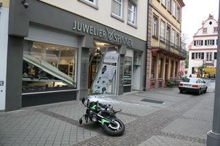 Erneut versuchten Täter das Juwliergeschäft in der Metzgerstraße in Offenburg auszurauben.