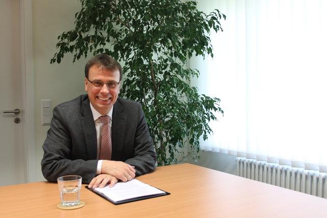 Volker Schebesta in seinem Abgeordnetenbüro im Offenburger Ortsteil Zell-Weierbach