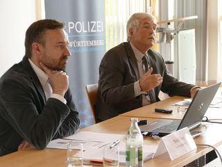 Roland Haug und Detlef Erny stellten die Drogenstatistik vor.