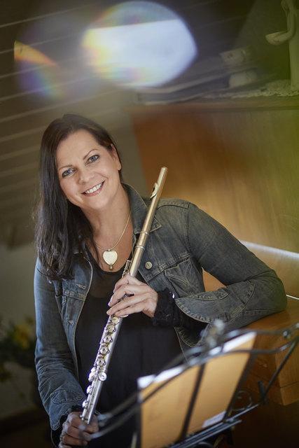 Ilona Braunstein ist eine ausgesprochen vielseitige Künstlerin: Sie spielt Querflöte, ist aber auch Sopranistin.