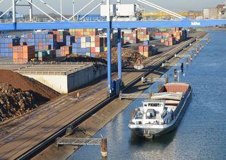 Bis 2042 wurde die wasserechtliche Genehmigung für die Umschlagsanlagen im Hafen Kehl erteilt.