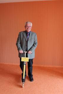 Elmar Breithaupt mit BIM-Cityroller