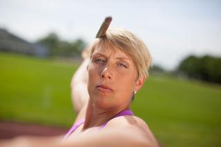 Die Weltmeisterin 2013, Christina Obergföll, informiert angehende Studenten zu Biomechanik.