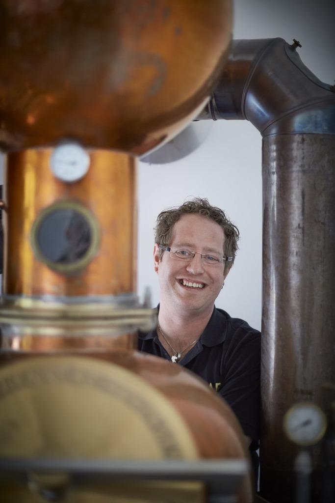 """Markus Kessler, Brennmeister und Mitinhaber der """"The Black Forest Boar Distillery GbR"""" aus Bad Peters- tal, hat sich innerhalb kürzester Zeit einen Namen in der Branche gemacht."""
