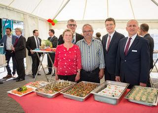 v. l.: Christa Zapf, Adrian Steiner (Geschäftsführer Raiffeisen Kinzigtal), Martin Zapf, Thorsten Erny (Bürgermeister Gengenbach) und Willi Motruk (Prokurist Raiffeisen Kinzigtal).