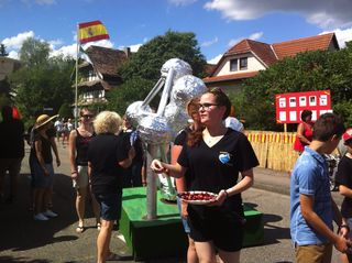 """Der Jugendtreff Diersheim beteiligte sich an dem Fest """"775 Jahre Diersheim"""" mit belgischen Köstlichkeiten und einem selbst gebauten Atomium."""
